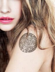 一组手臂镂空图腾纹身图片由纹身520图库推荐