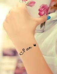 纹身520图库推荐一组手臂皇冠字母纹身图片