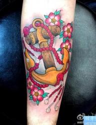 手臂彩色船锚2纹身图片由纹身馆推荐