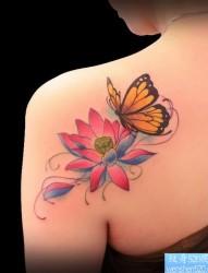 肩背莲花蝴蝶纹身图片由最好的纹身推荐