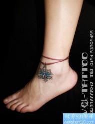 女人脚腕精美的雪花脚链纹身图片