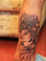 纹身520图库推荐一幅小腿花旦纹身图片