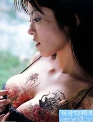 潮流美女人感胸部纹身图片