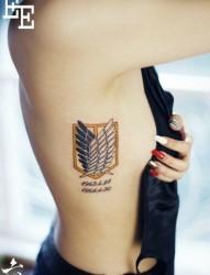 美女侧胸精美的自由之翼纹身图片