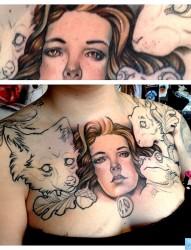 推荐一幅美女胸口女性肖像纹身图片