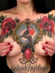 性感美女胸部一幅欧美纹身作品