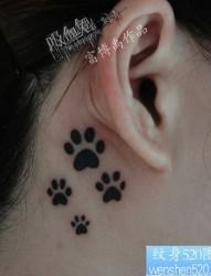 可爱的耳部图腾爪印纹身图片