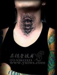 男生脖子超酷的骨头纹身图片