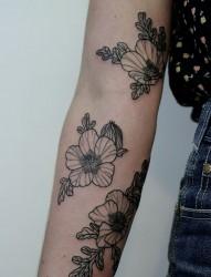 手臂上的梅花纹身