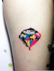 纹身馆推荐一幅彩色钻石纹身图片