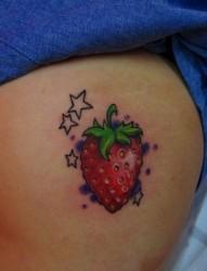 女孩子臀部草莓纹身图片