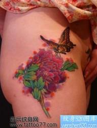 美女臀部牡丹蝴蝶纹身图片