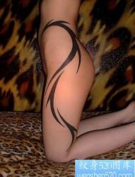 潮流性感美女臀部图腾藤蔓纹身图片作品