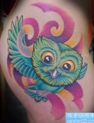 美女臀部时尚很萌的猫头鹰纹身图片