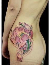 臀部好看精美的莲花纹身图片