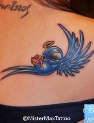 女孩子肩背好看的小鸟纹身图片