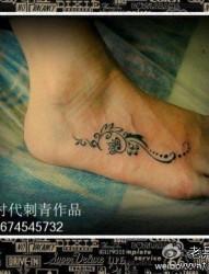 脚部小巧唯美的图腾纹身图片