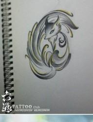 肩背可爱的一幅小狐狸纹身图片