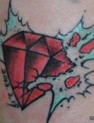 一幅精美时尚的碎裂的钻石纹身图片