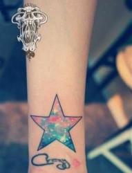 女人手腕时尚精美的星空五角星纹身图片