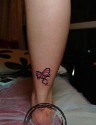 女人小腿精美时尚的蝴蝶结纹身图片
