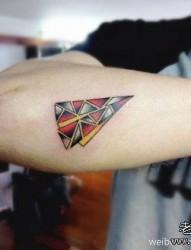 手臂另类时尚的纸飞机纹身图片