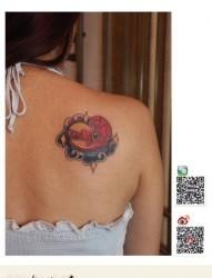 时尚潮流的一幅爱心礼盒纹身图片