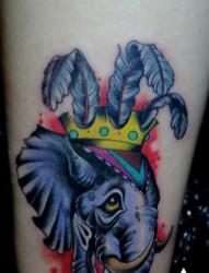 腿部彩色大象纹身