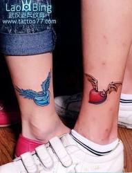 情侣彩色爱心翅膀纹身