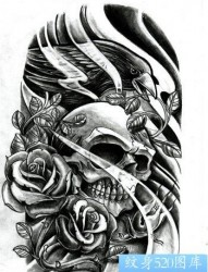 一幅欧美风格的骷髅头玫瑰花纹身手稿图片