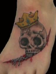 脚面骷髅皇冠纹身图案