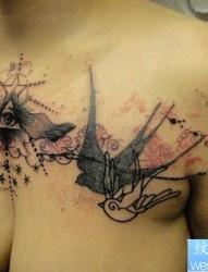 女人胸部之特别风格诱人的上帝之眼纹身图案