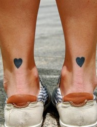 脚部漂亮心形可爱刺青
