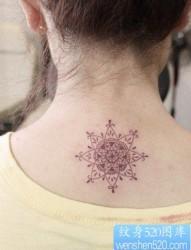 一幅女人梵花纹身图案