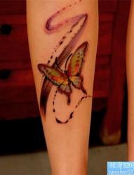 一款腿部彩色水墨蝴蝶纹身图案