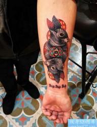 手臂兔子纹身图案