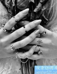 小巧可爱的手指纹身图案