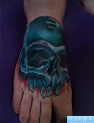 一款脚背个性骷髅纹身图案