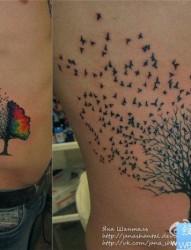 侧腰彩色树纹身图案