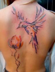 女性后背抽象的小鸟和花朵纹身