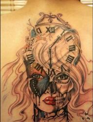 背部时钟女郎纹身图案