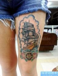 女性腿部帆船纹身图案