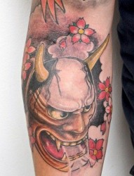 纹身520图库提供一款手臂传统般若纹身图案