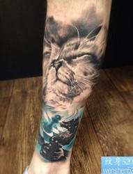一款腿部猫咪纹身图案