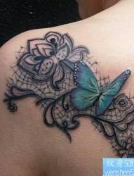 一款肩部蝴蝶玫瑰纹身图案