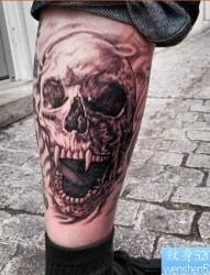 一款腿部骷髅纹身图案