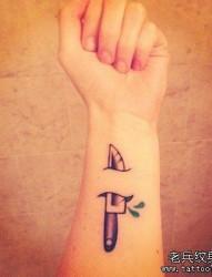 一款手腕刀纹身图案
