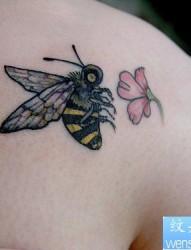 小清新蜜蜂纹身图案