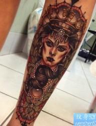 一款腿部欧美女郎纹身图案