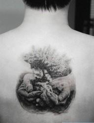 背部生命之树纹身图片